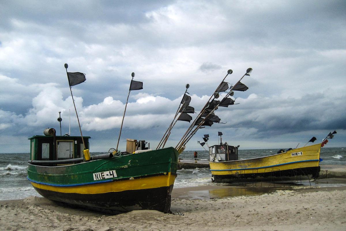 poland-pomerania-baltic-sea-STORM-FISHERMAN-BOAT