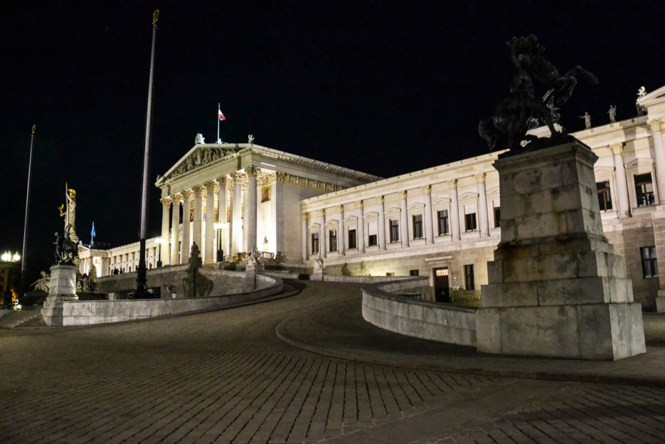 parliament-vienna-at-night