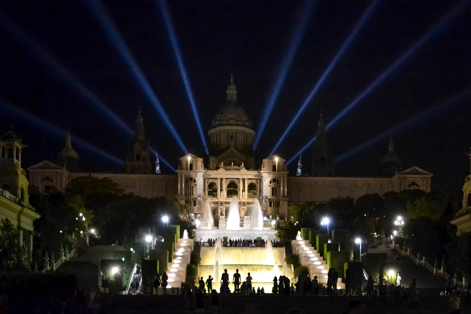 The best night views of barcelona travel blog for Cinema montjuic 2016