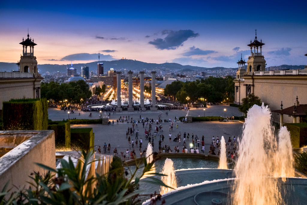 Barcelona-by-night---Magic-Fountain-Montjuic-2