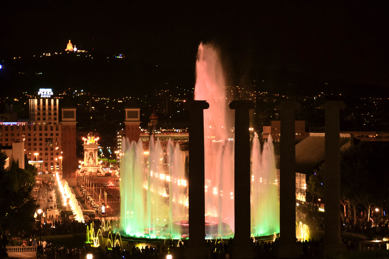Barcelona-by-night---Magic-Fountain