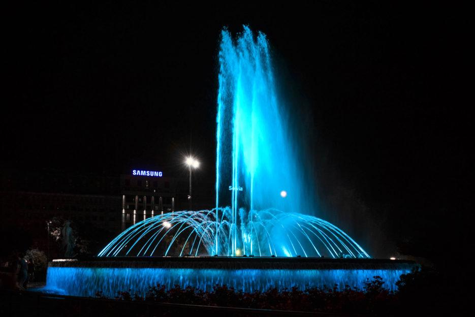 Barcelona-by-night---Plaza-Catalunya
