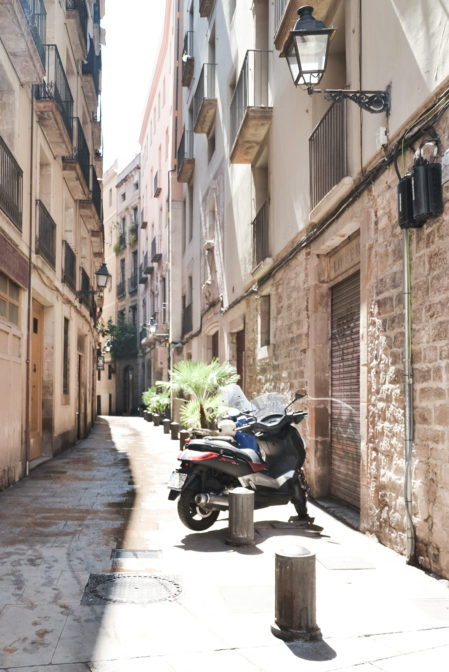 Barcelona-Barri-Gotic-Scootersby-epepa