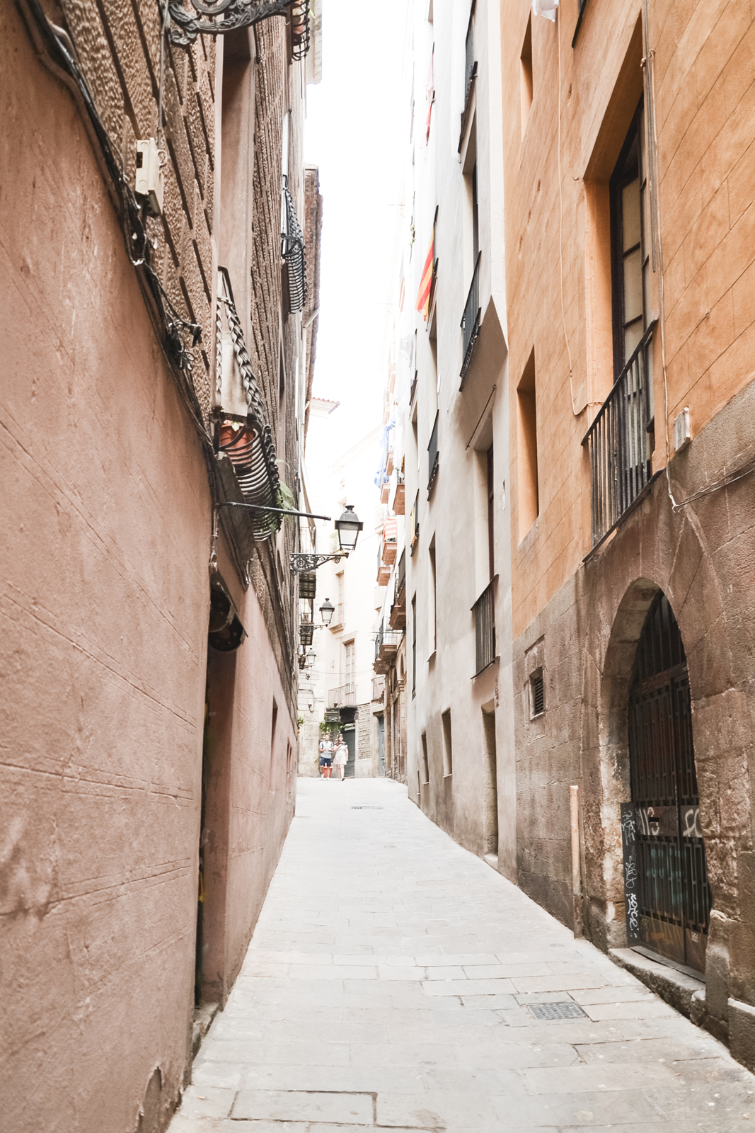 Barcelona-Gothic-Quartier-narrow-street-by-epepa