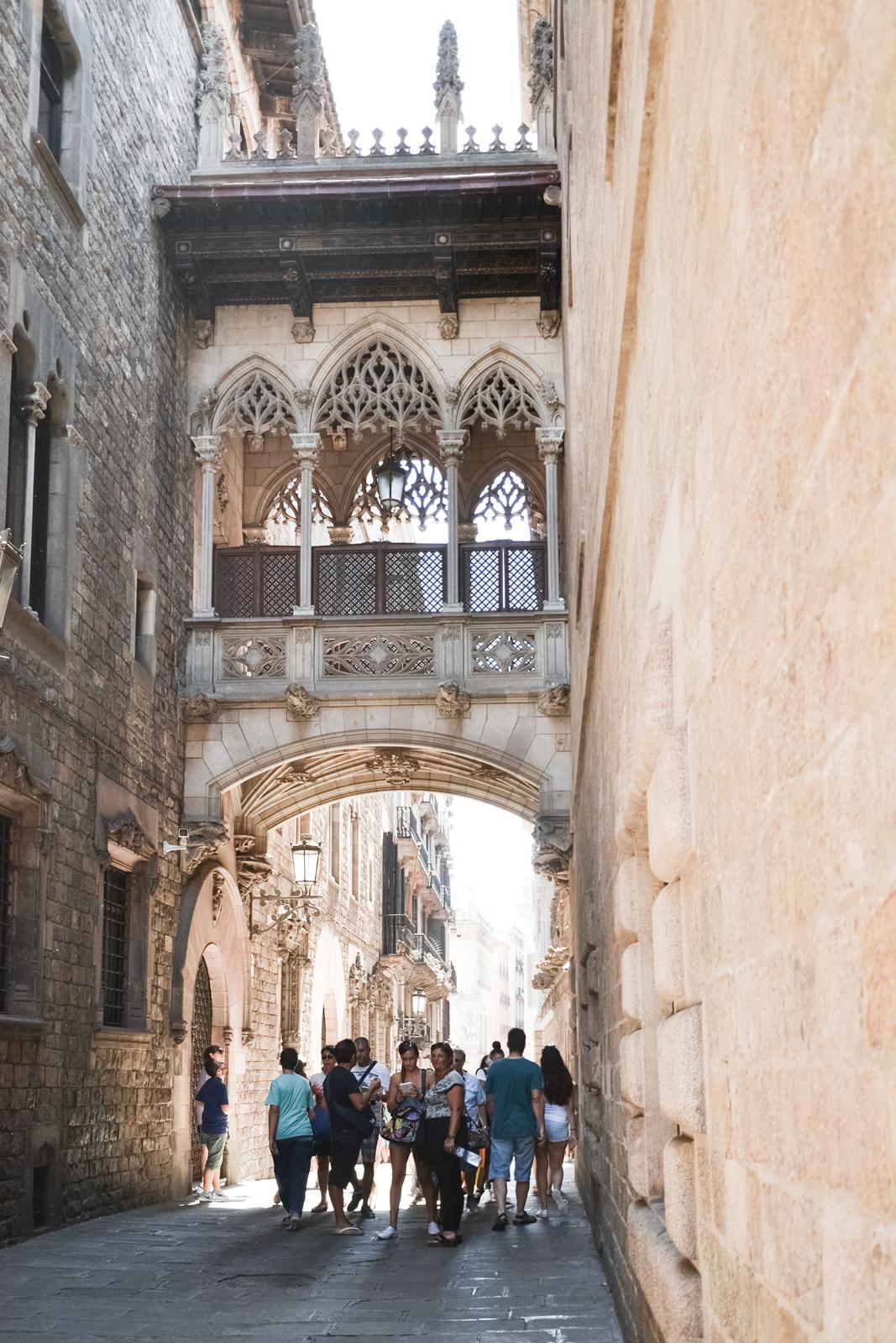 Carrer Del Bisbe Barcelona Barri Gotic By Epepa