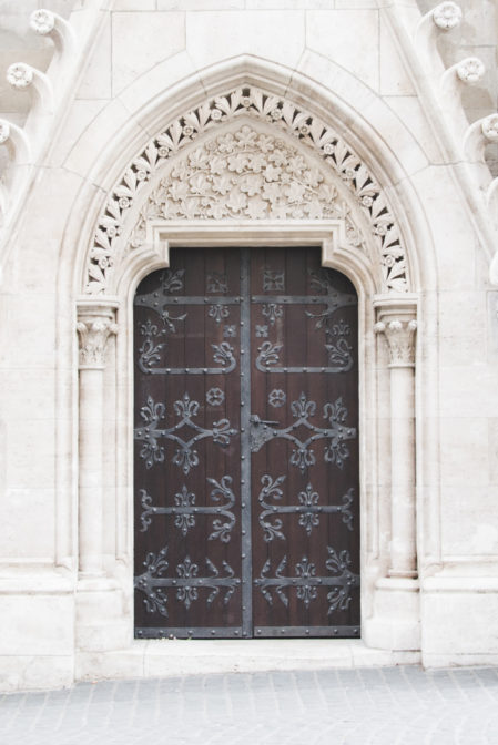 Matthias Church Door in Budapest - from travel blog: https://epepa.eu/