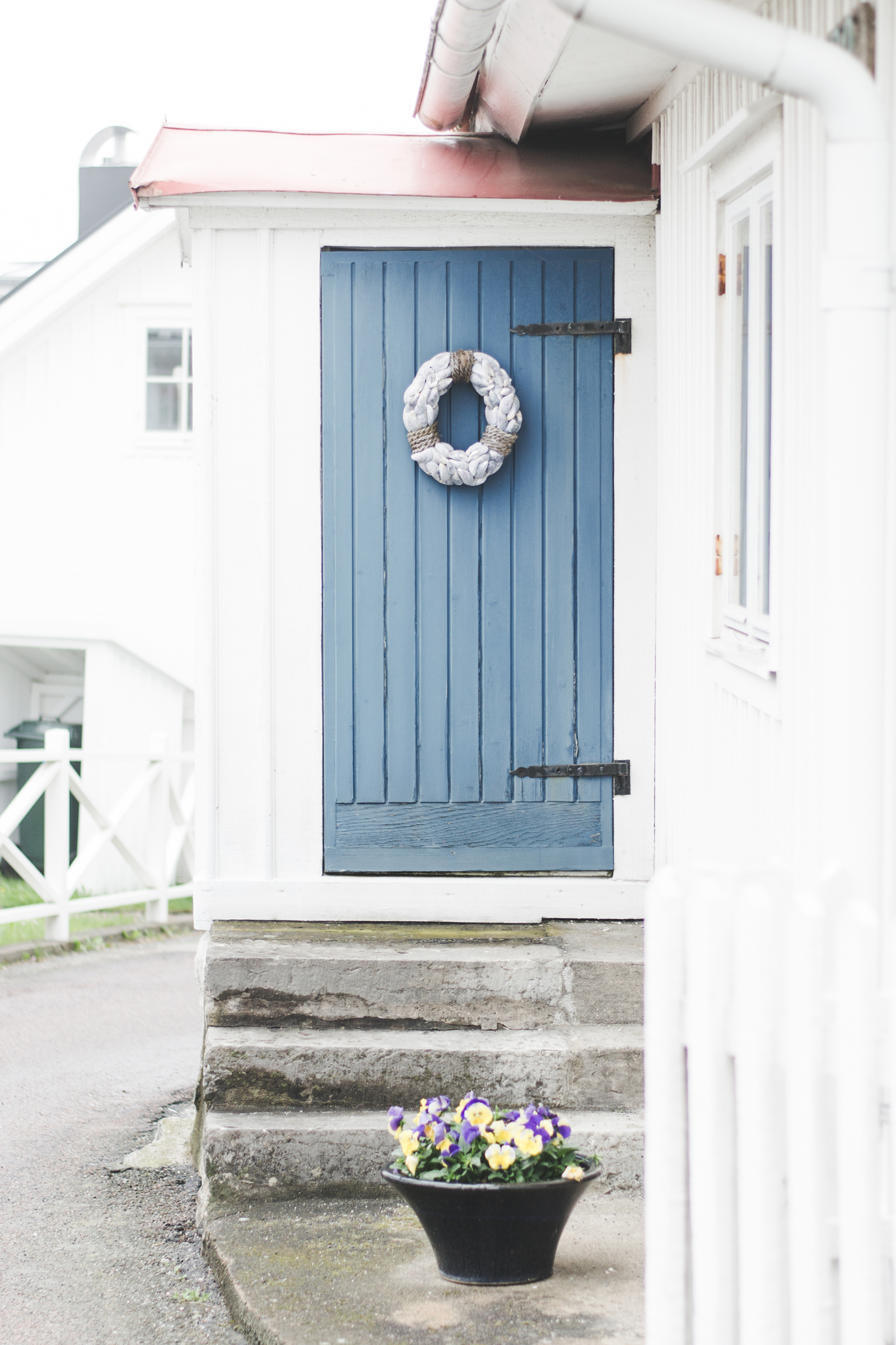 Styrso-Tangen-Architecture-Blue-Door