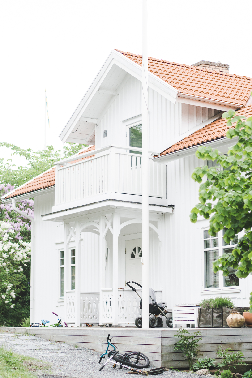 Typical-White-Wooden-House-in-Sweden