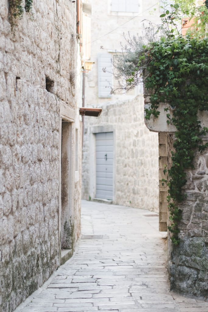Narrow street in Stari Grad, Croatia - from travel blog: http://Epepa.eu
