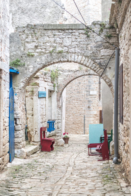 Charming cobblestone streets of Bale-Valle, a hidden gem of Istria - from travel blog: https://epepa.eu/