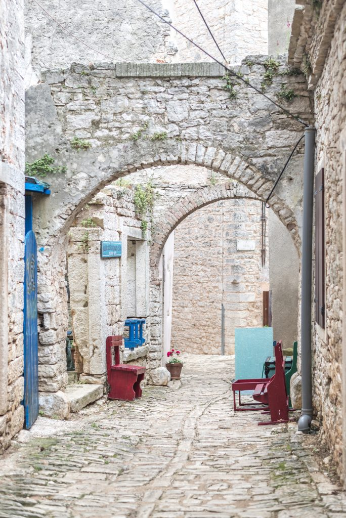 Charming cobblestone streets of Bale-Valle, Istria - from travel blog: http://Epepa.eu