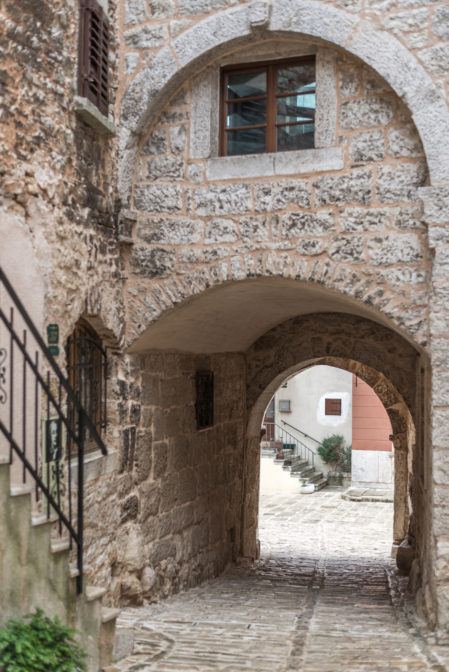Croatian village Bale Valle,a hidden gem of Istria - from travel blog https://epepa.eu/