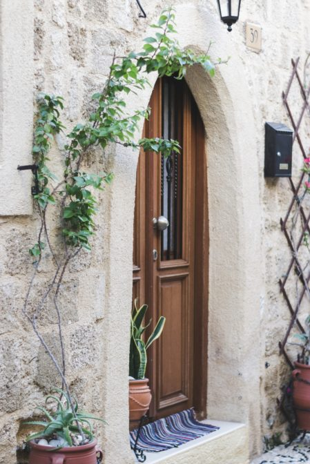 Door in the Old Town of Rhodes, Greece - from travel blog https://epepa.eu/