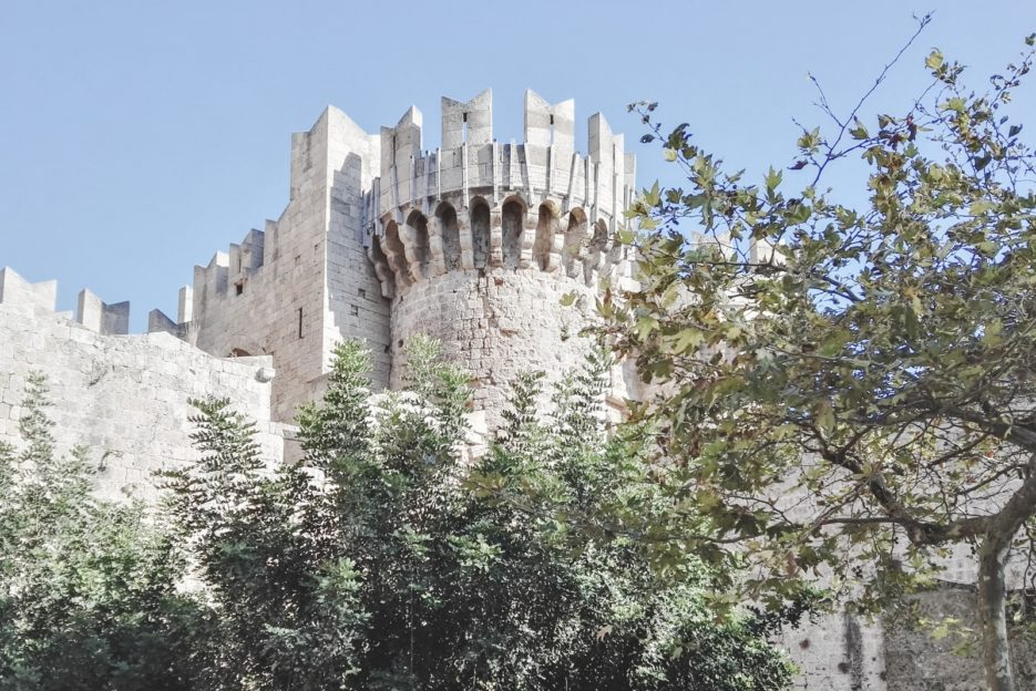 Must-see attractions in the Medieval Town od Rhodes, Greece - from travel blog https://epepa.eu/