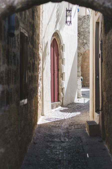 Narrow streets in the Old Town, Rhodes, Greece - from travel blog https://epepa.eu/