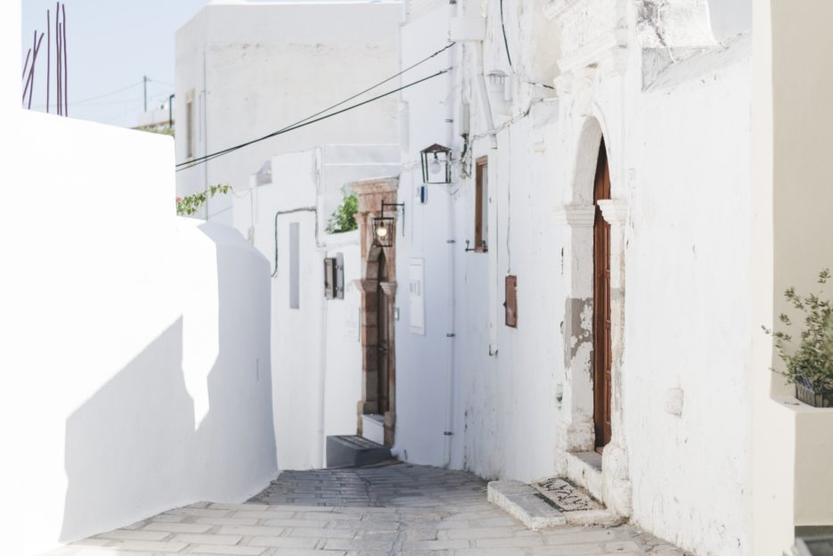 Whitewashed houses in Lindos, Greece - from travel blog: https://epepa.eu/