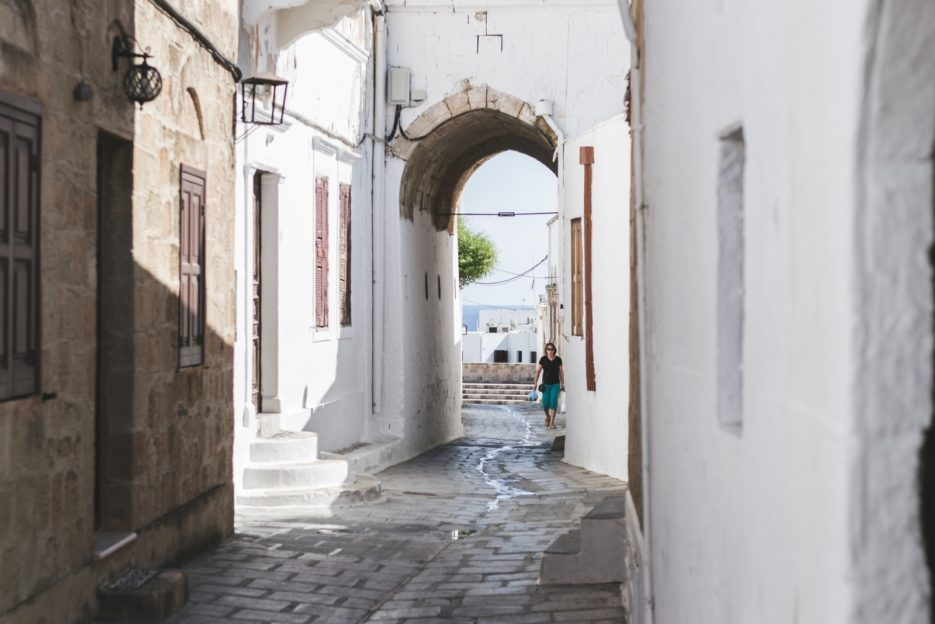 The narrow streets of Lindos, Rhodes Island, Greece - from travel blog: https://epepa.eu/