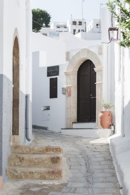Whitewashed Greek houses in Lindos, Rhodes - from travel blog: https://epepa.eu/