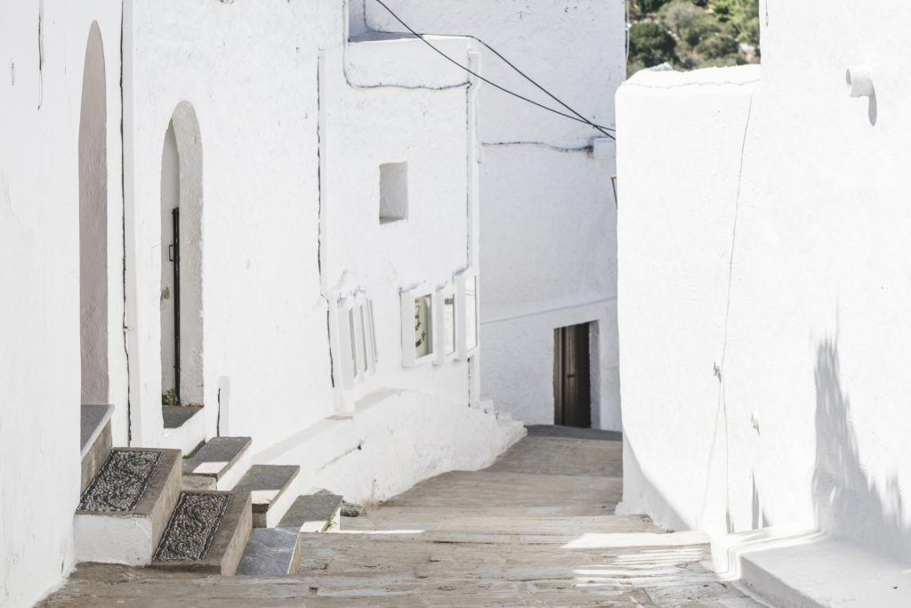 Whitewashed traditional Greek houses in Lindos, Rhodes, Greece - from travel blog: http://Epepa.eu