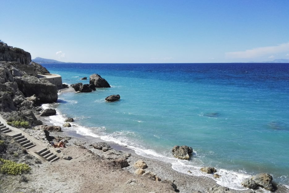 A beautiful beach in Rhodes Town, Greece - from travel blog: https://epepa.eu/