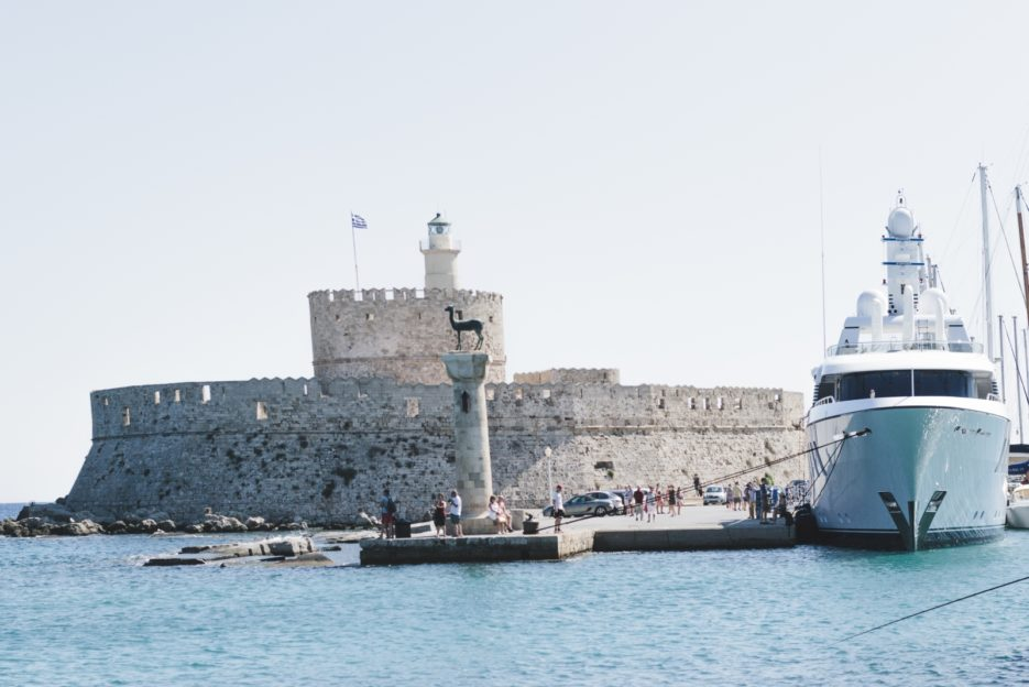 Mandraki Harbour, Rhodes Town - from travel blog: https://epepa.eu/