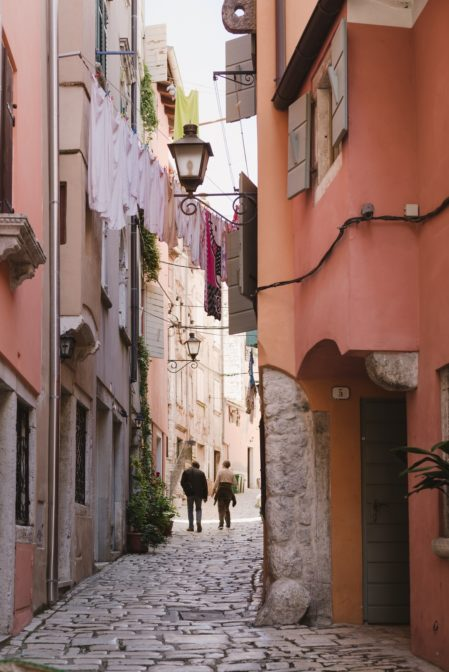 Narrow alley in the old town of Rovinj, Istria, Croatia - from travel blog https://epepa.eu