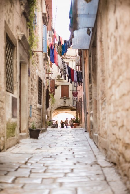Beautiful streets of the old town of Rovinj. The best places to visit in Rovinj - from travel blog https://epepa.eu
