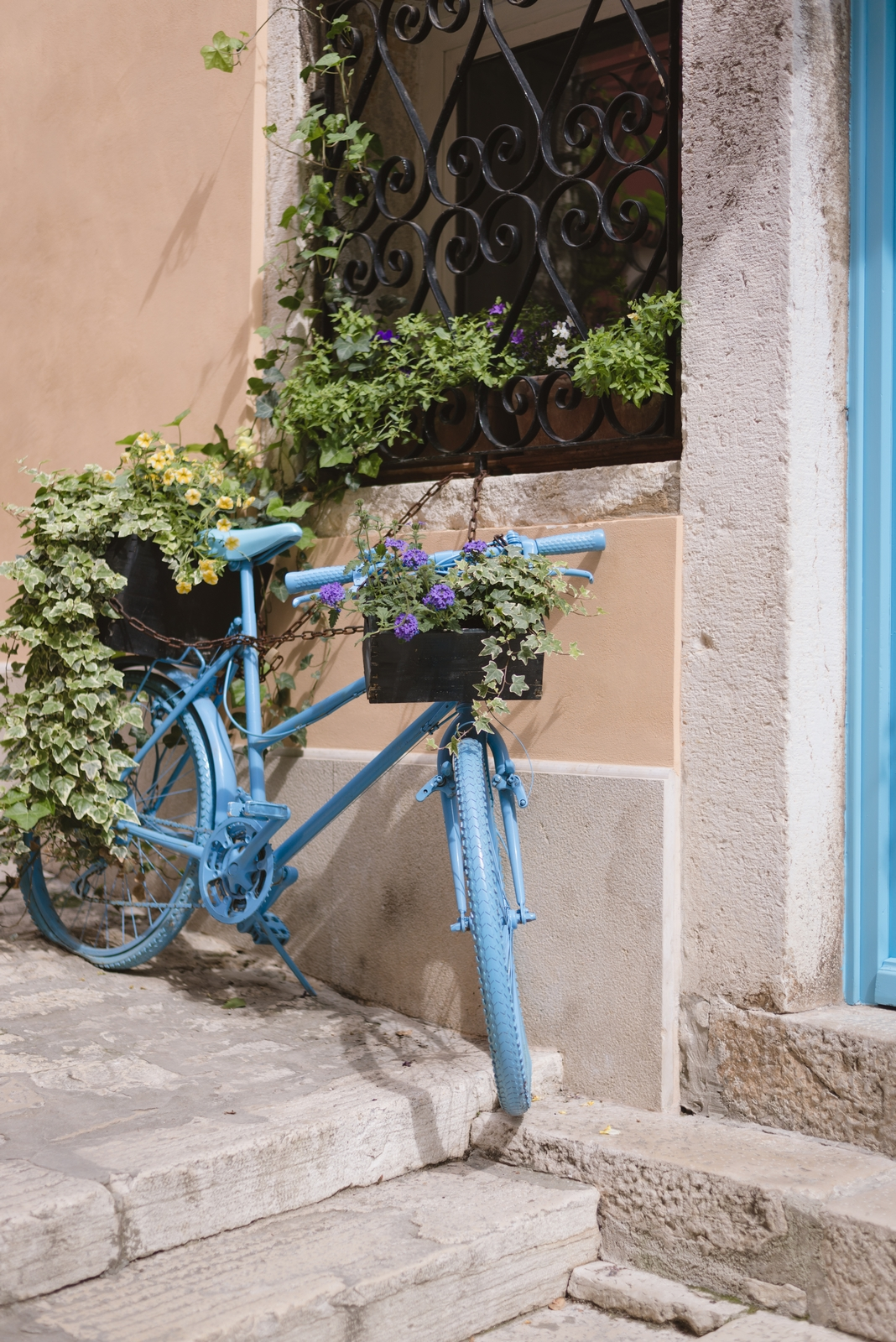 Blue bicycle in the center of the Old Town Rovinj, Croatia - from travel blog http://Epepa.eu