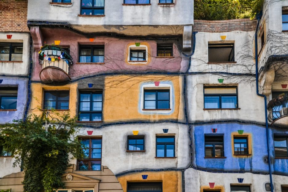 Hudertwasserhaus, one of the 10 best things to do in Vienna, Austria - from travel blog https://epepa.eu