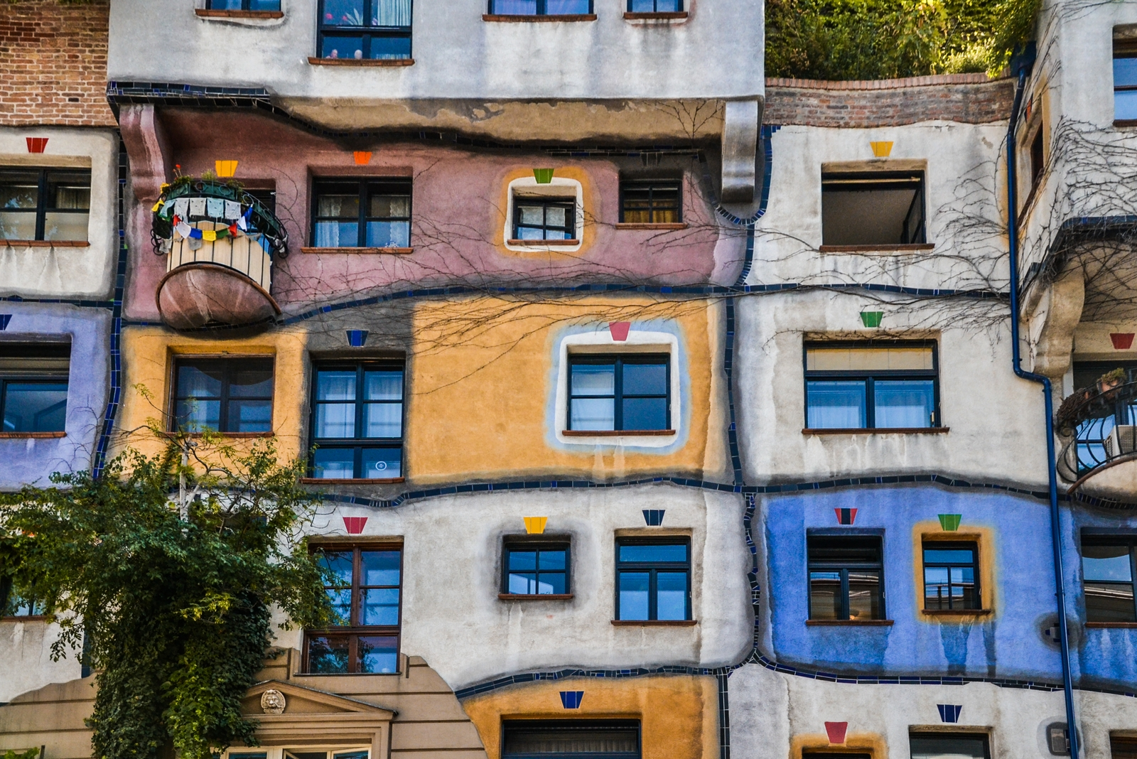 Hudertwasserhaus, one of the 10 best things to do in Vienna, Austria - from travel blog http:://Epepa.eu