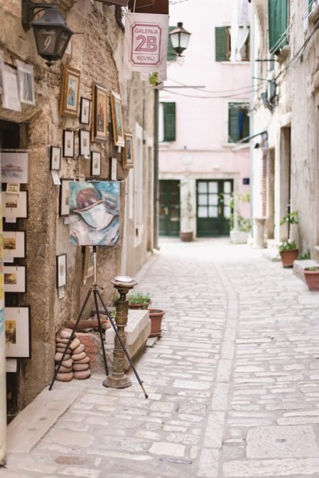 Art gallery in the old town of Rovinj, Istria, Croatia - from travel blog https://epepa.eu