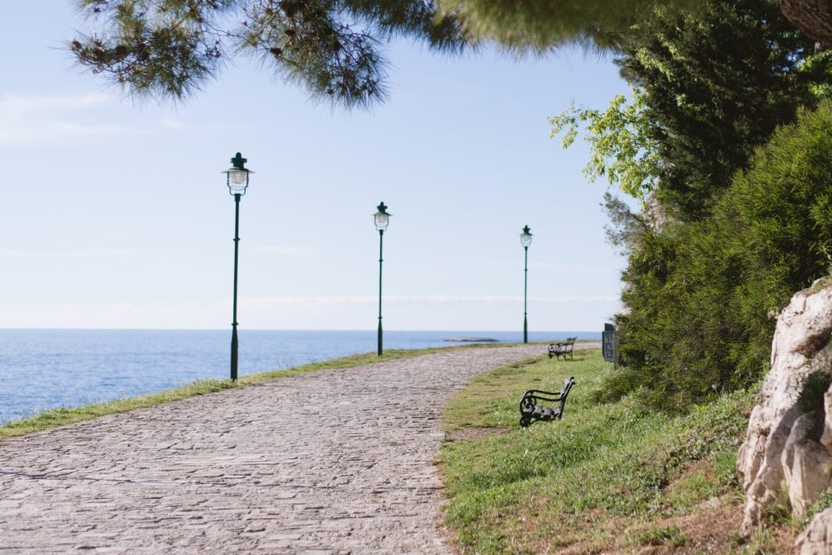 Šetalište braće Gnot, a seaside promenade in the old town of Rovinj, Istria, Croatia - from travel blog https://epepa.eu