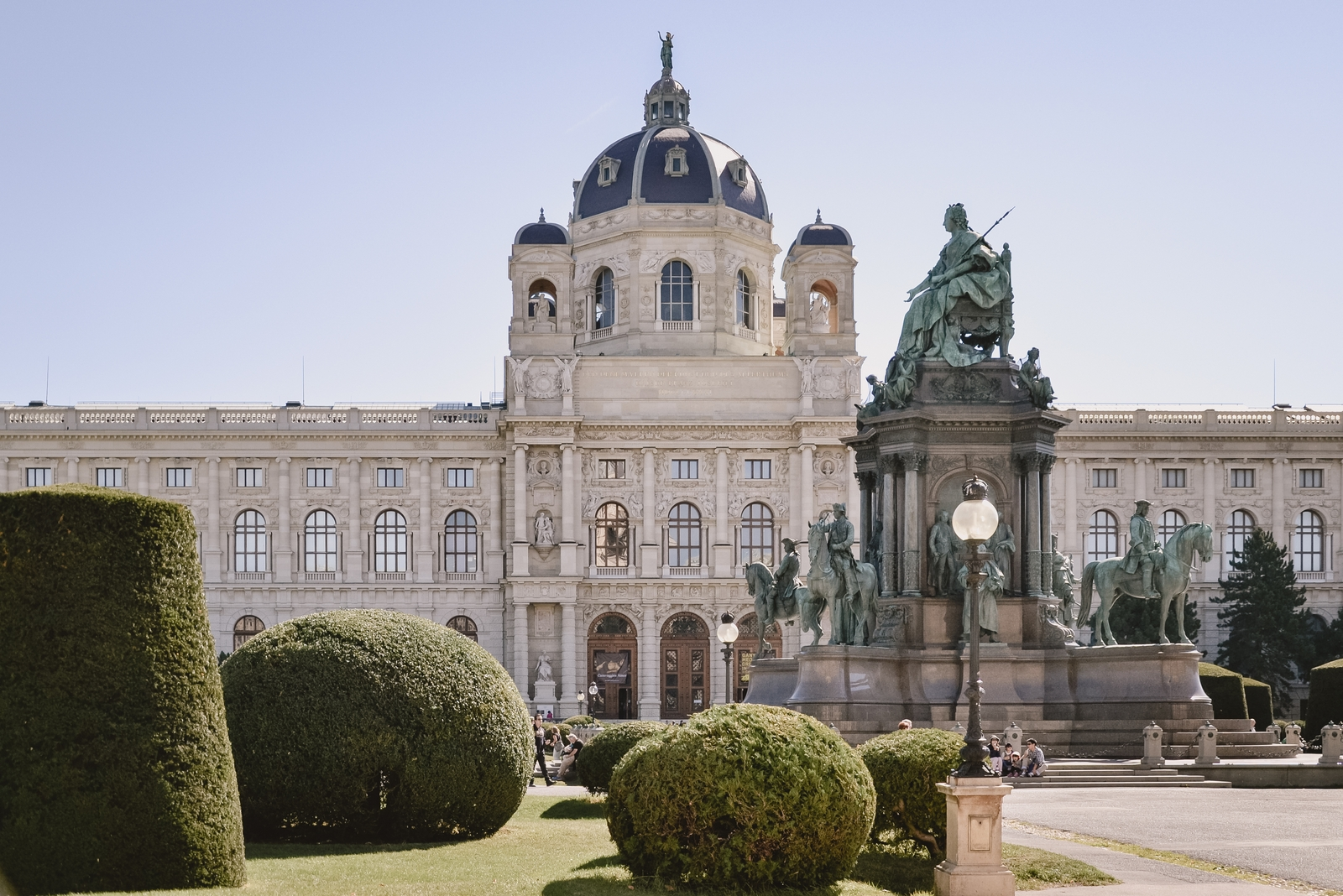 Maria Theriesien Platz - 10 best things to do in Vienna, Austria - from travel blog http:://Epepa.eu