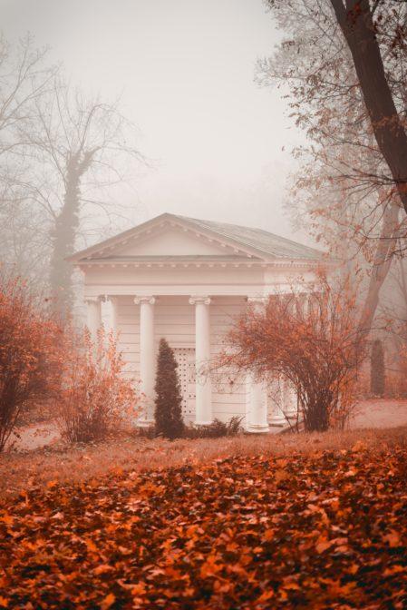 The Temple of the Sybil (Świątynia Sybilli), autumn in Łazienki Park (Łazienki Królewskie jesienią), Warsaw, Poland