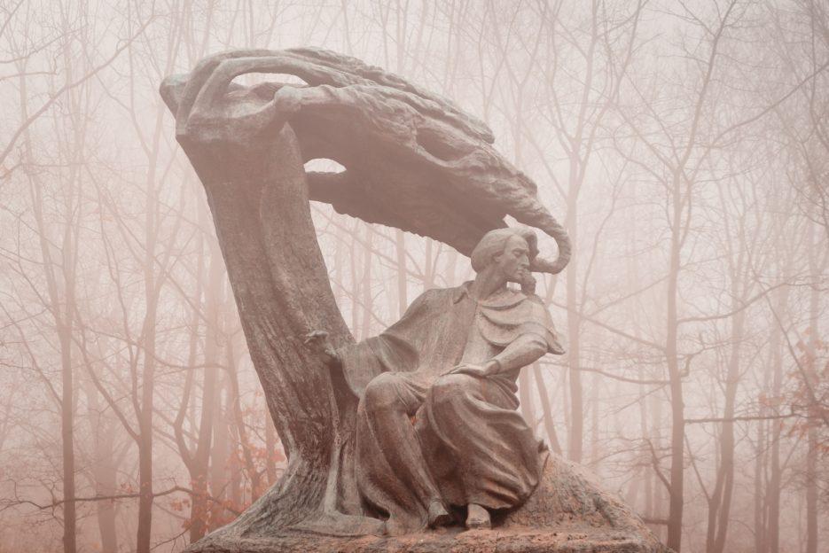 The Chopin Statue (Pomnik Fryderyka Chopina w Warszawie jesienią) in Łazienki Park, Warsaw, Poland