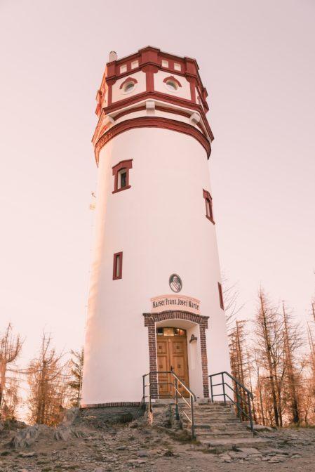 The lookout tower 'Kaiser Franz Josef Warte' at the top of Biskupia Kopa (890 m), the Opawskie Mountains (wieża widokowa Kaiser Franz Josef Warte na szczycie Kopy Biskupiej, Góry Opawskie)