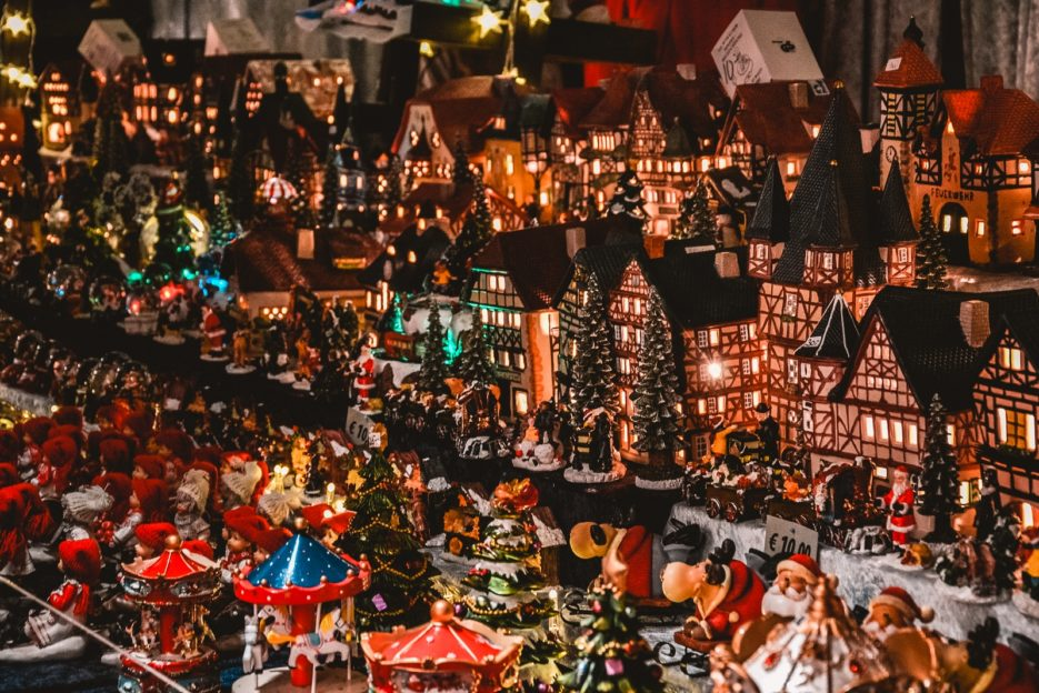 Beautiful decoriations at the Chirstmas market in Vienna, Austria