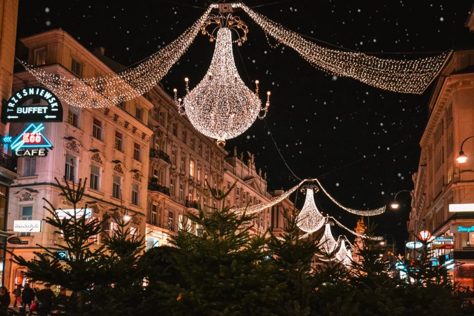 The beautiful crystal chandeliers that grace Vienna's Graben at Christmas time