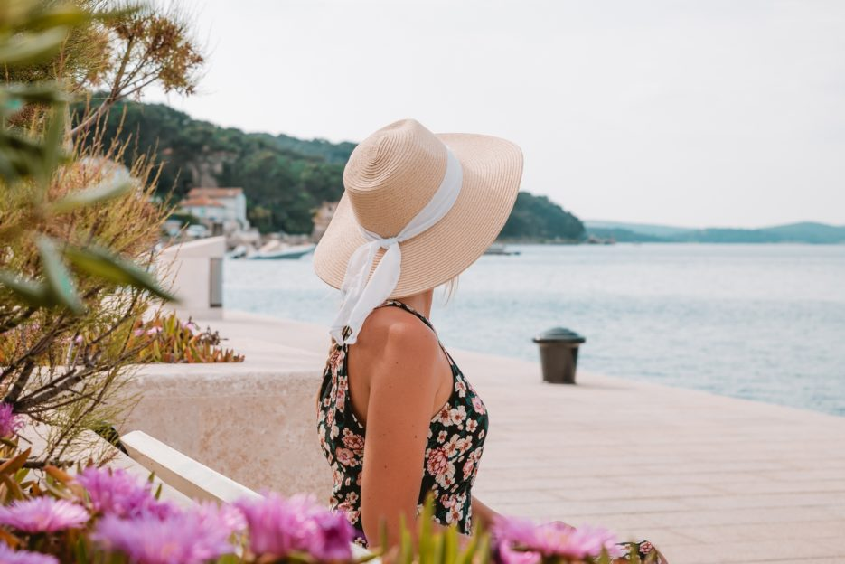 Travel blogger Epepa in the port of Mali Lošinj, Kvarner Bay, Croatia