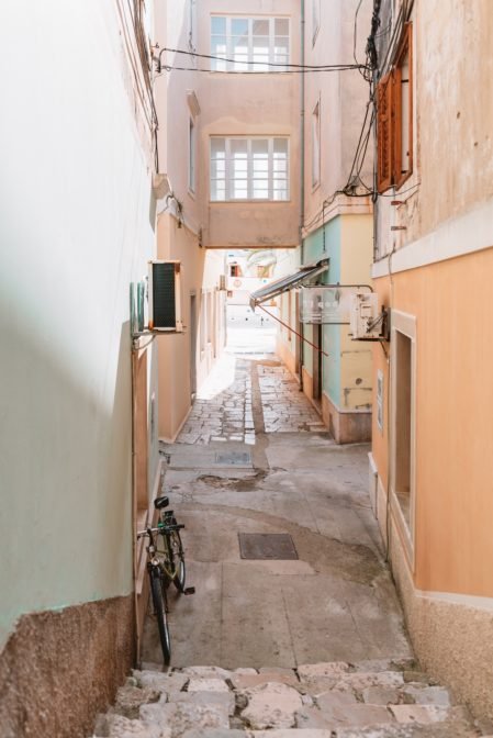 One of the best things to do in Mali Lošinj is to get lost in its streets