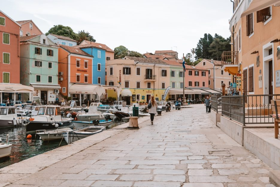 In the port of Veli Lošinj, there are some nice restaurants and cozy cafes